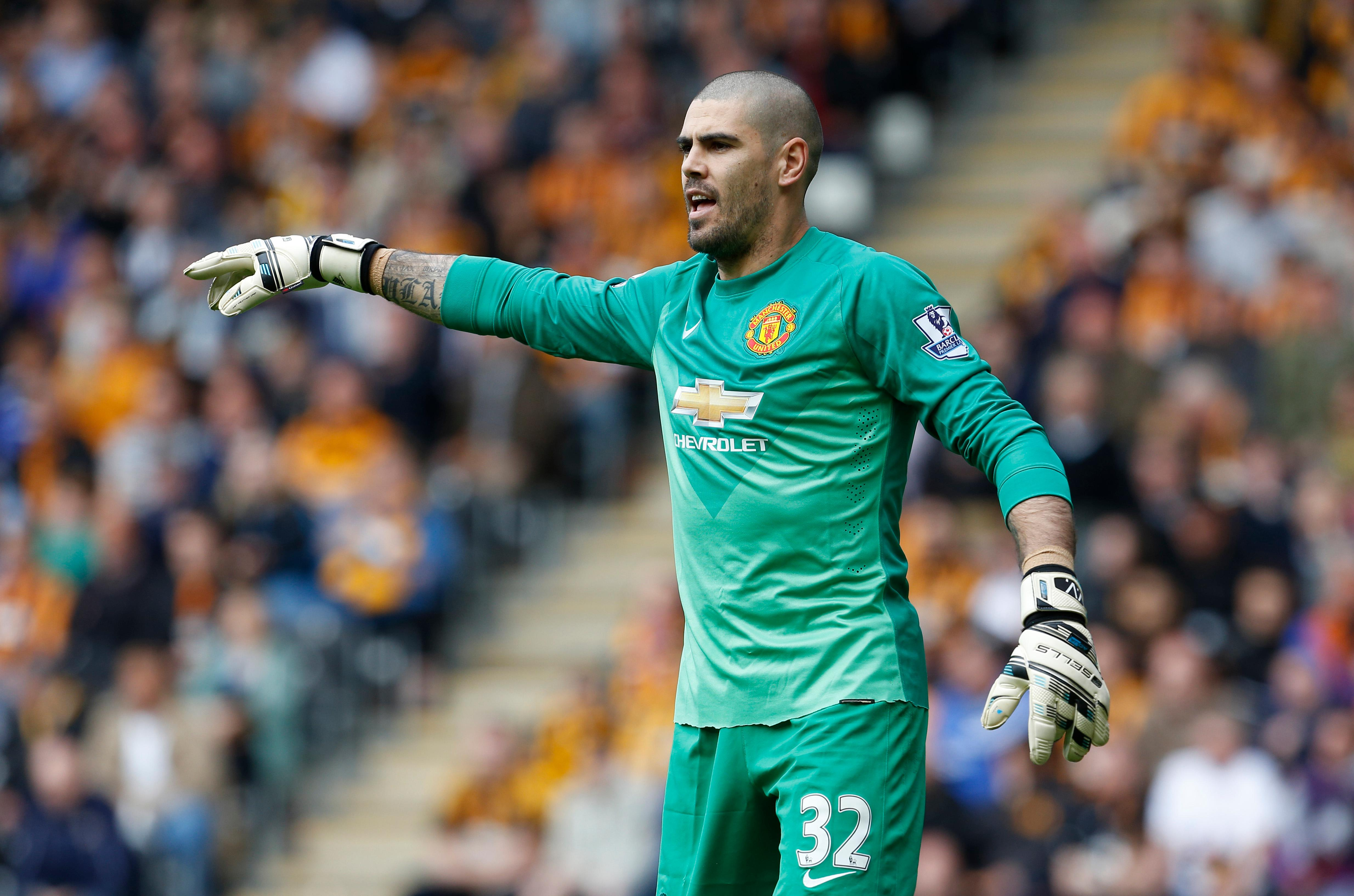 Middlesbrough sign goalkeeper Valdes