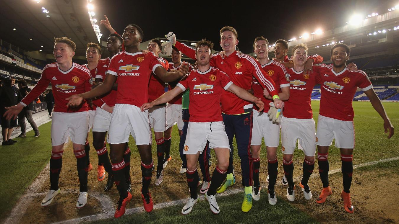 Manchester United celebrate 2015/16 U21 Premier League trophy win