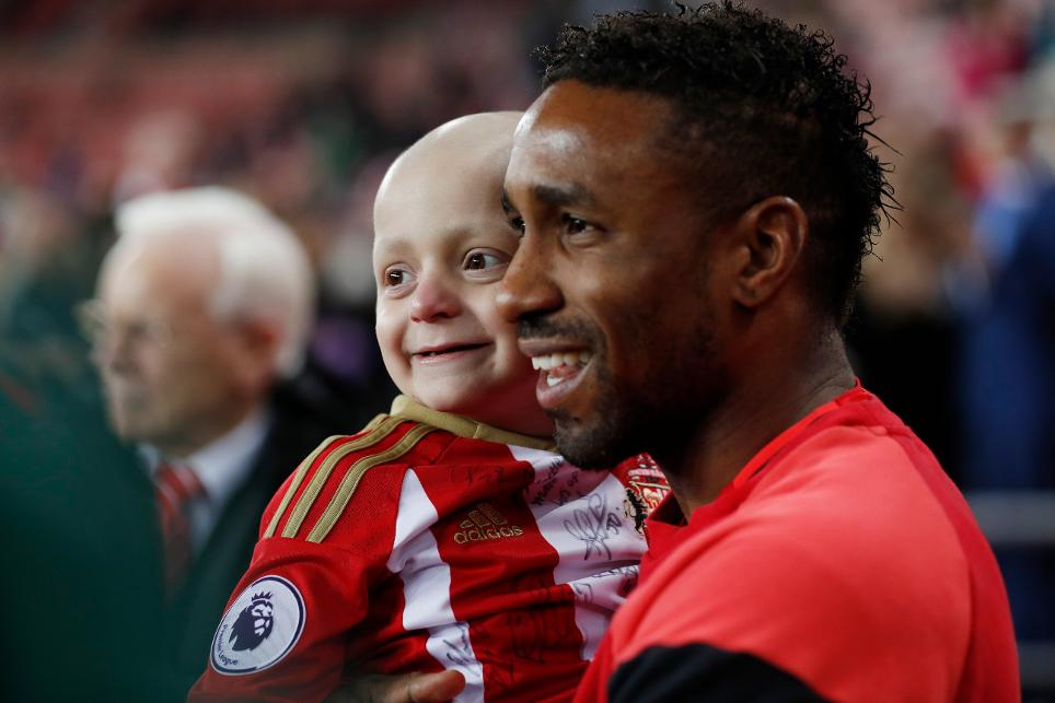 Sunderland's Jermain Defoe with mascot Bradley Lowery before the game