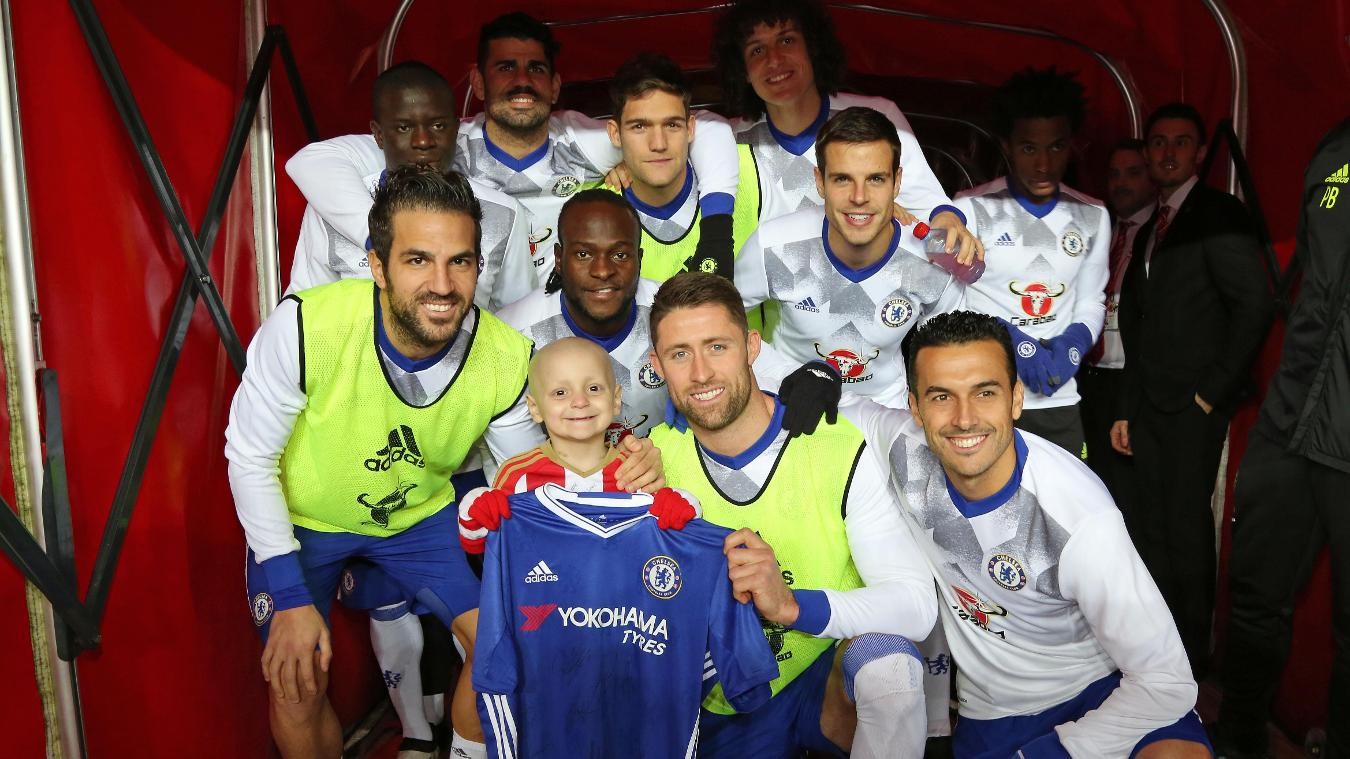 Sunderland mascot Bradley Lowery with the Chelsea team