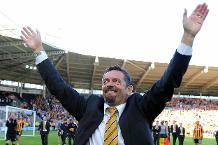 Phil Brown celebrates Hull staying up in 2008/09