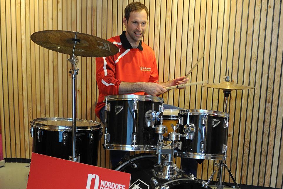 Petr Cech - Nordoff Robbins visit