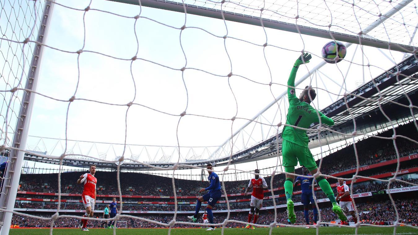 Granit Xhaka supera a De Gea en el partido del pasado año | Fotografía: Premier League
