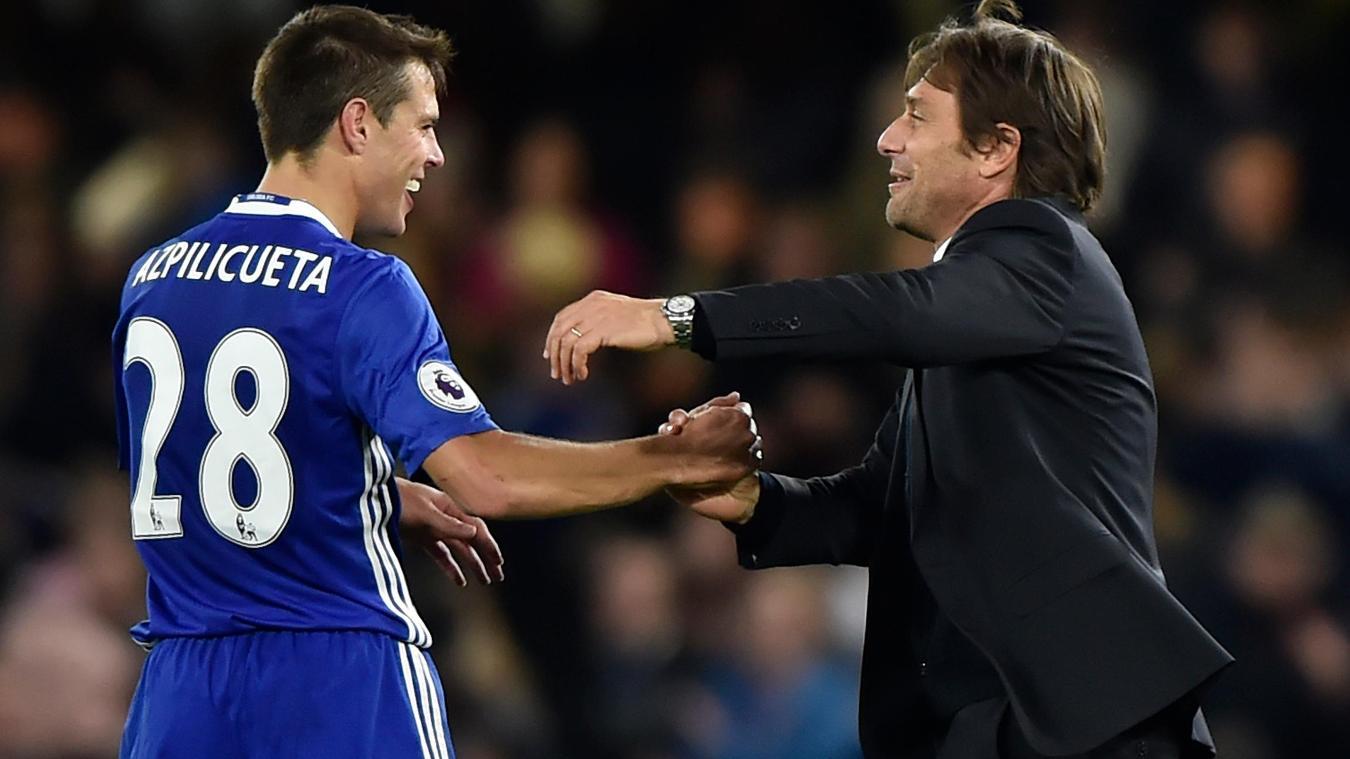 Chelsea's Cesar Azpilicueta with Chelsea manager Antonio Conte