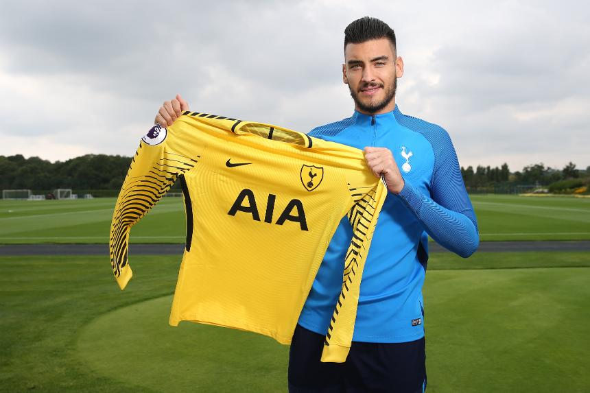 Spurs complete signing of goalkeeper Paulo Gazzaniga from Southampton