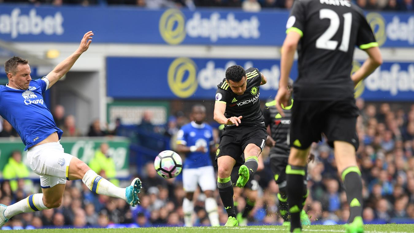 Pedro scores for Chelsea v Everton