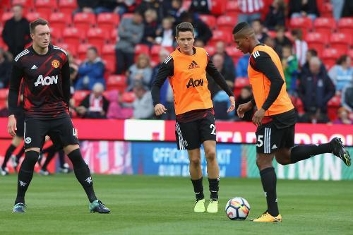 The Man Utd players go through their final pre-match preparations
