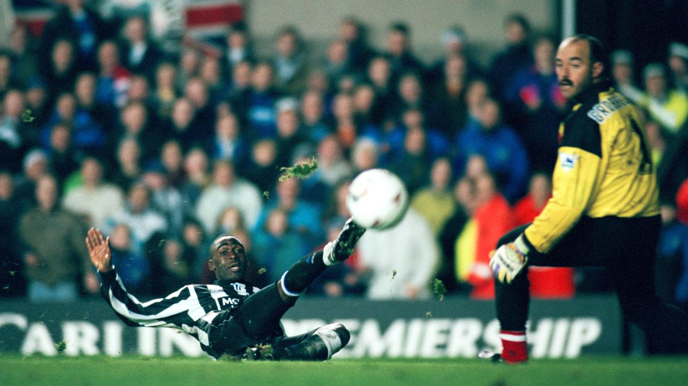 Andrew Cole, Newcastle goal in 1993-94.jpg
