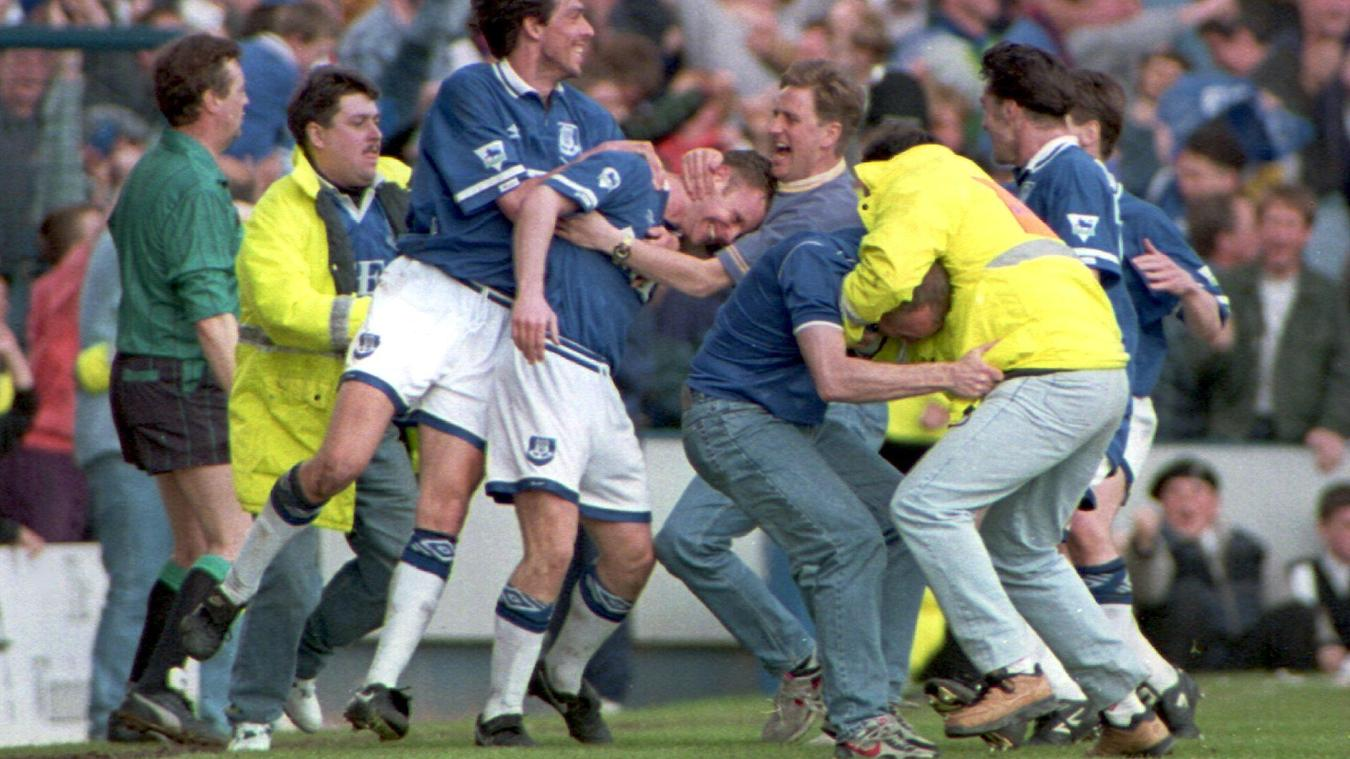Graham Stuart, Everton celebration in 1993-94.jpg