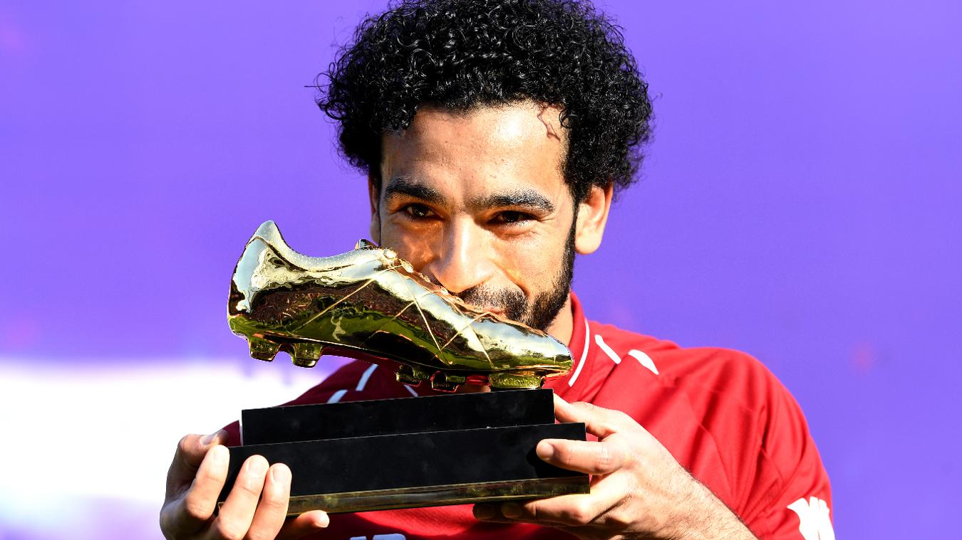 Mohamed Salah kisses Golden Boot award