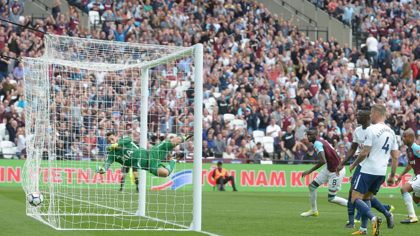 Cheikhou Kouyate narrows the gap to one goal at 3-2
