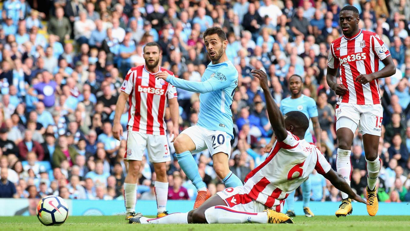 Bernardo Silva scores Manchester City's seventh goal