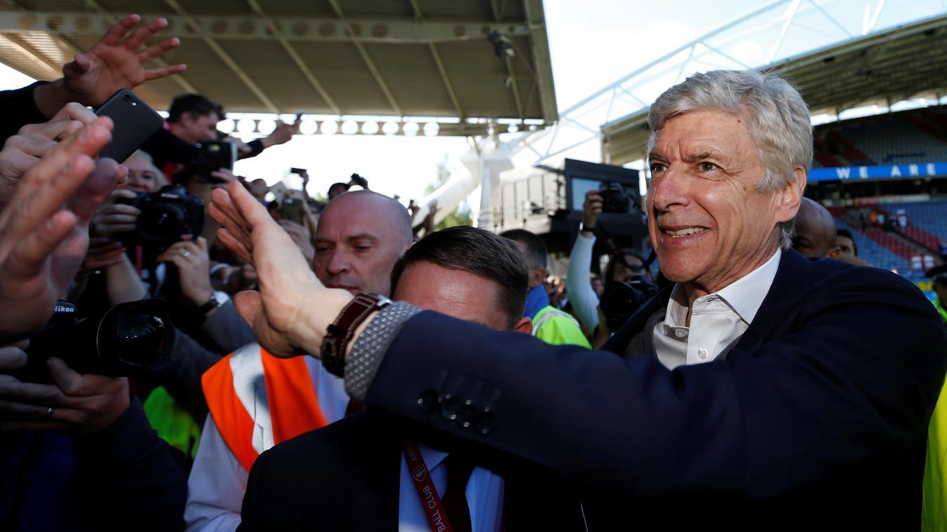 Arsene Wenger says goodbye to the fans