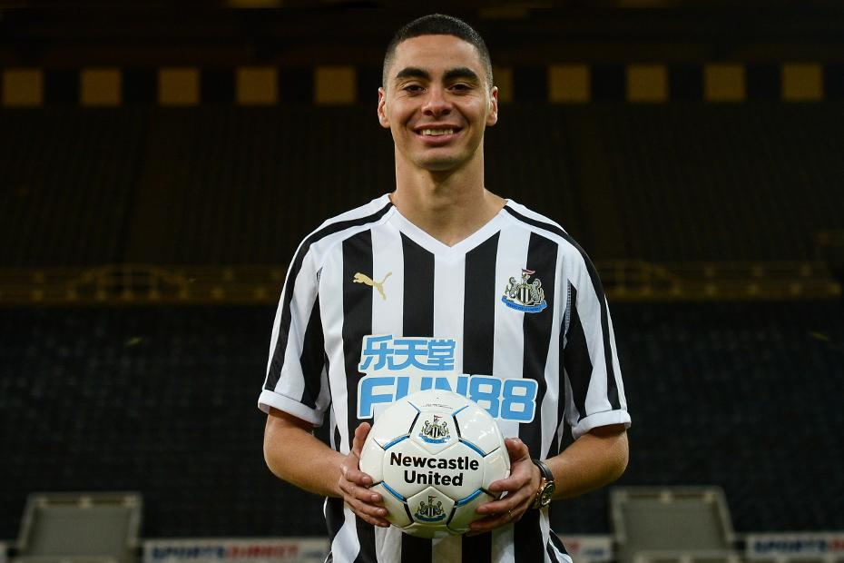 Miguel Almiron, Newcastle United, holding ball